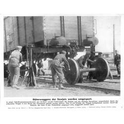 13841 WWII press photo print Güterwaggons der Sowjets werden umgespurt Russia 1942, Serie 1503d